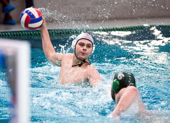 UZSC'er Tim de Mey aan de bal tegen Polar Bears.