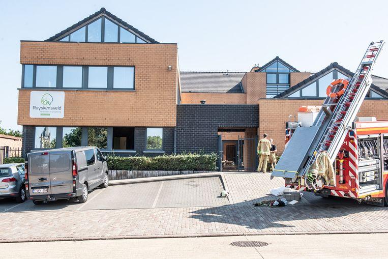 De brandweer heeft de instelling ontruimd.