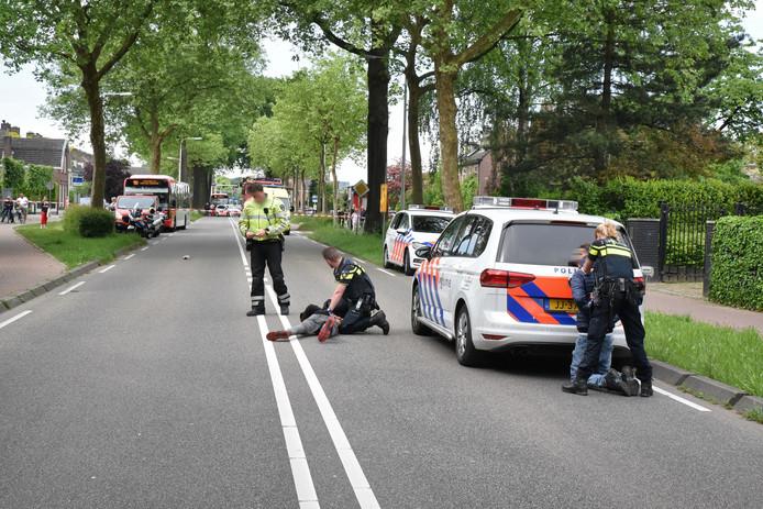 De politie had de handen vol aan het oppakken van een groepje stennisschoppers in een lijnbus.