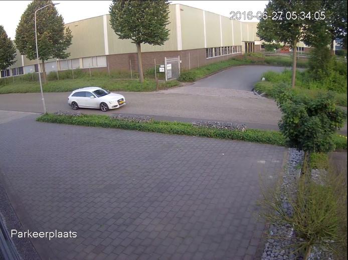 De Audi die bij drie inbraken in de regio is gezien.
