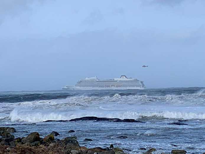 Het cruiseschip Viking Sky is in nood na motorpech.
