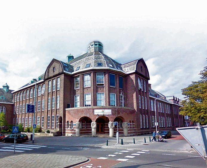 Het pand van de Islamitische Universiteit, officieel een hogeschool, aan de Bergsingel in Rotterdam.