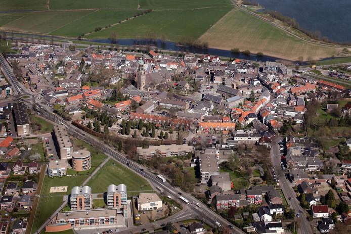 Het stadscentrum van Huissen, met in het midden de voormalige Aloysiusschool.