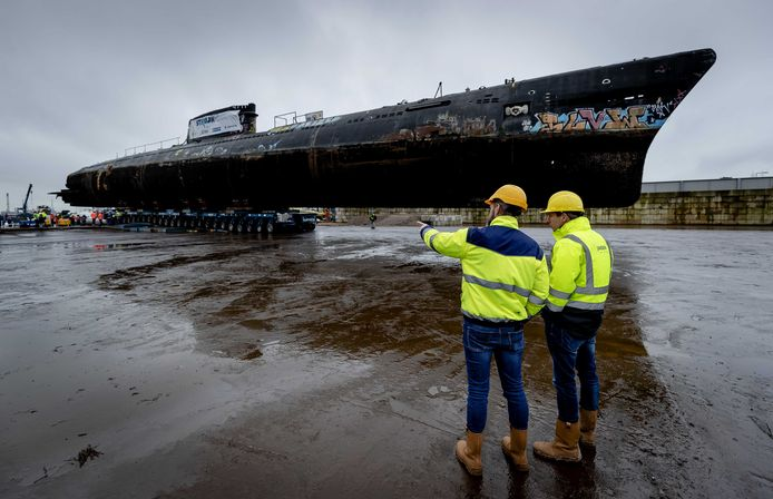 Het zou gaan om de Russische onderzeeboot Foxtrot, die sinds 2002 in het IJ in Amsterdam lag. In januari van dit jaar kwam de onderzeeër naar Vlaardingen om ontmanteld te worden.
