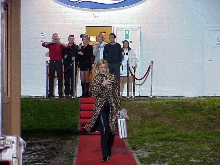 Betty Owczarek verlaat het Big Brother-huis.