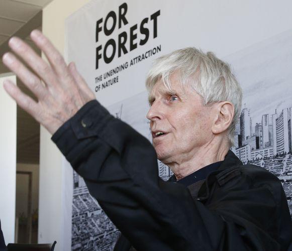 De Oostenrijkse kunstenaar Max Peintner bij de tentoonstelling 'For Forest - The Unending Attraction of Nature'.