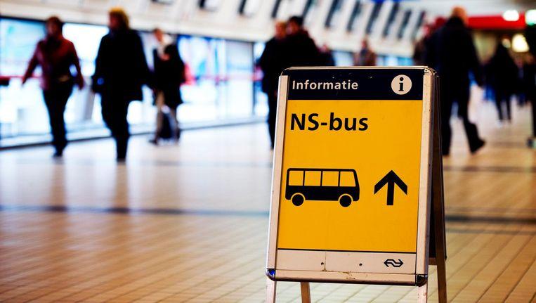 De vervangende bussen die de NS inzet bij werkzaamheden of storingen rijden vanaf januari 2019 op brandstof die gemaakt is van afval. Beeld anp
