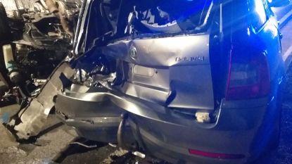 Wagen ramt geparkeerde wagen en gaat over de kop op Massemsesteenweg