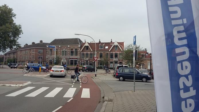De drukke rotonde voor de fietswinkel is niet de meest geschikte locatie voor het maken van een proefrit.