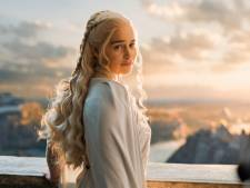 Game of Thrones-ster Emilia Clarke bedankt ziekenhuis in brief na aneurysma