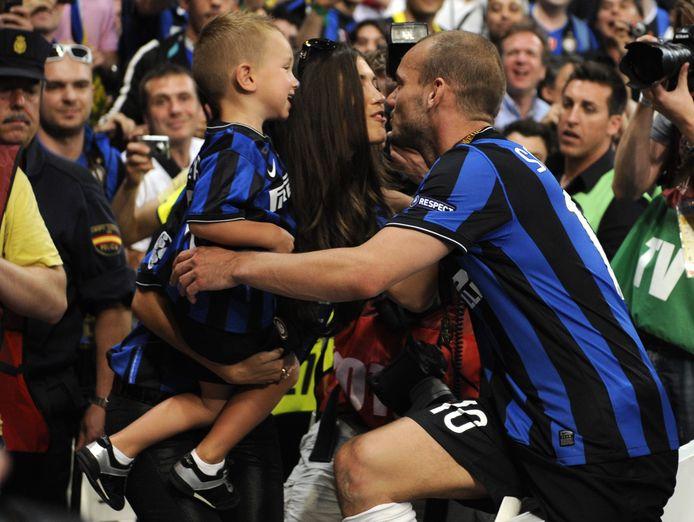Wesley Sneijder met z'n zoontje en Yolanthe, zijn ex-vrouw.