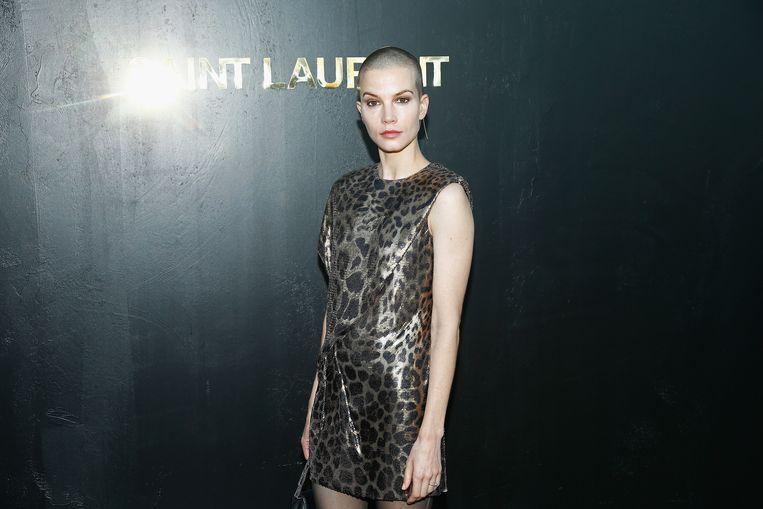 Sylvia Hoeks bij de Saint Laurent show tijdens Paris Fashion Week. Beeld null