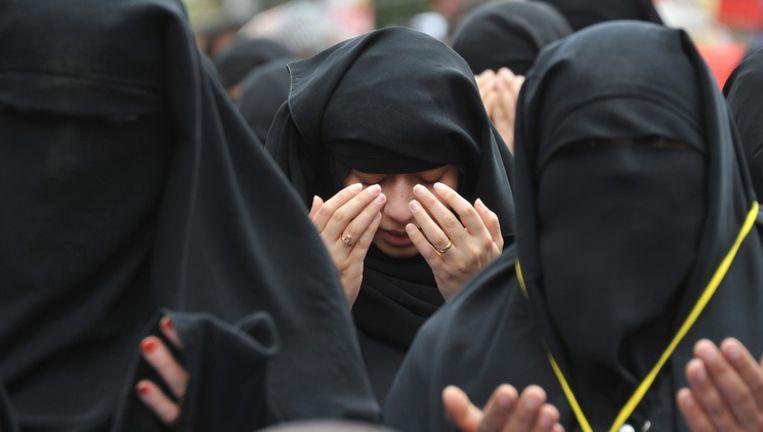 Jemenitische vrouwen bidden tijdens een anti-overheidsprotest, gisteren. Beeld epa