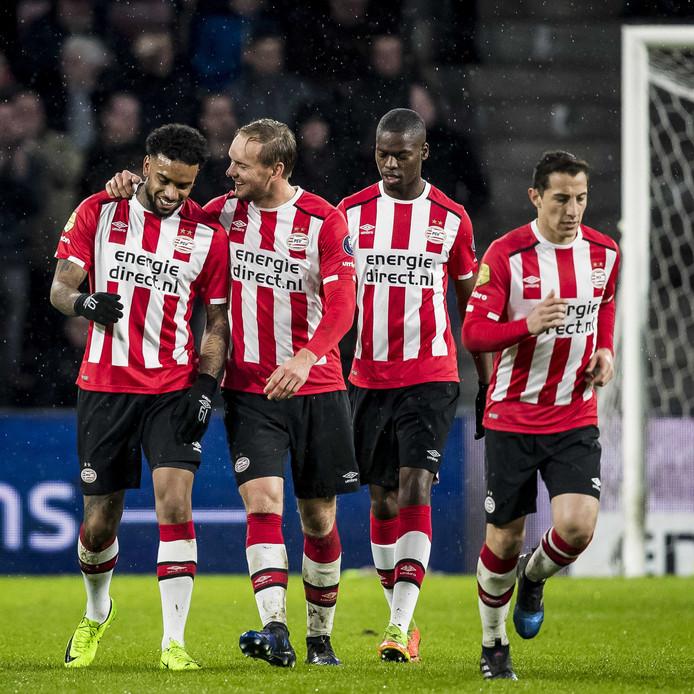 PSV - Roda JC, PSV speler Siem de Jong (2L) heeft de 4-0 gescoord, PSV speler Jurgen Locadia (L), PSV speler Nicolas Isimat-Mirin (2R), PSV speler Andres Guardado (R).