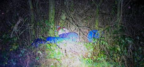 Meerdere vaten gevonden in bosjes bij Weidebeemd in Helmond: vermoedelijk drugsafval