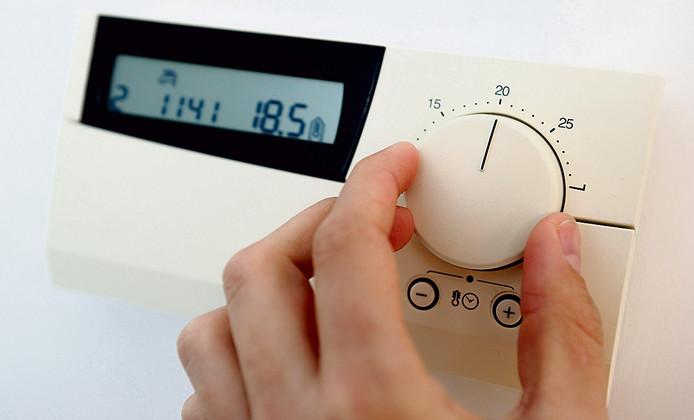 Een hogere thermostaat betekent dit jaar een extra hoge energierekening.