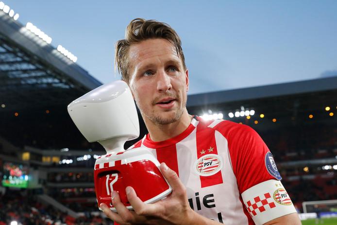 Luuk de Jong introduceerde de AV1 robot tijdens de wedstrijd tegen PEC Zwolle.