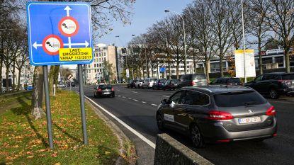 """200 anonieme politie-auto's te vervuilend voor steden: """"Speurders moeten betalen om te kúnnen werken"""""""