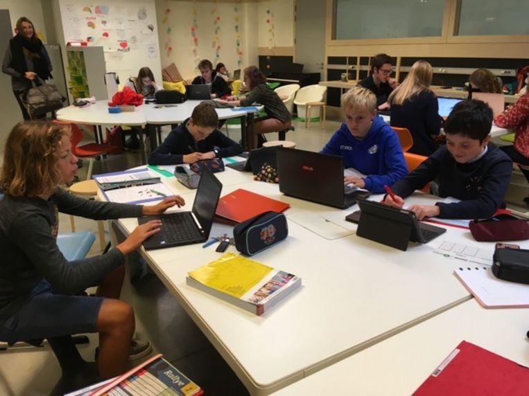 De leerlingen brengen hun eigen laptop of iPad mee naar school.