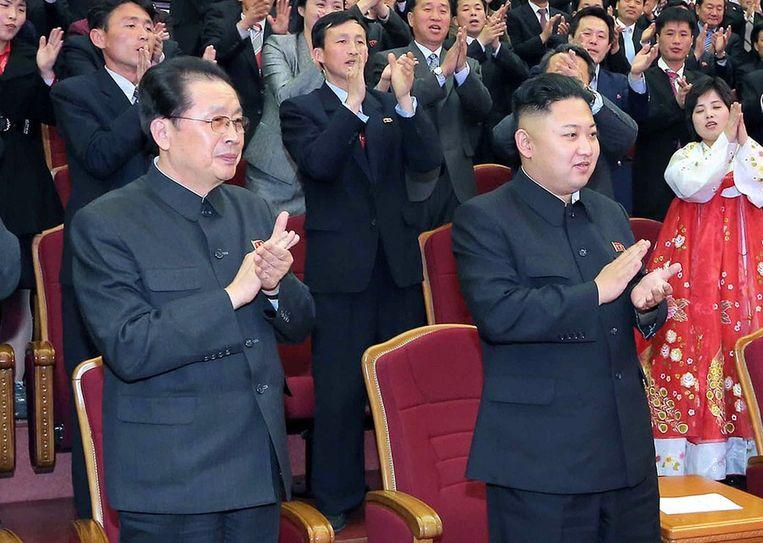 Jang Song-thaek (links) was ooit een vertrouweling van zijn neef Kim Jong-un, maar in 2013 werd hij genadeloos geëxecuteerd.