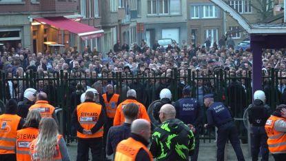 """""""Coucke buiten"""": fans van Anderlecht troepen samen voor hoofdingang en keren zich tegen voorzitter"""