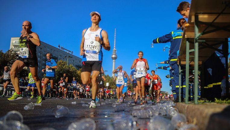 Hardlopers tijdens de marathon van Berlijn Beeld epa