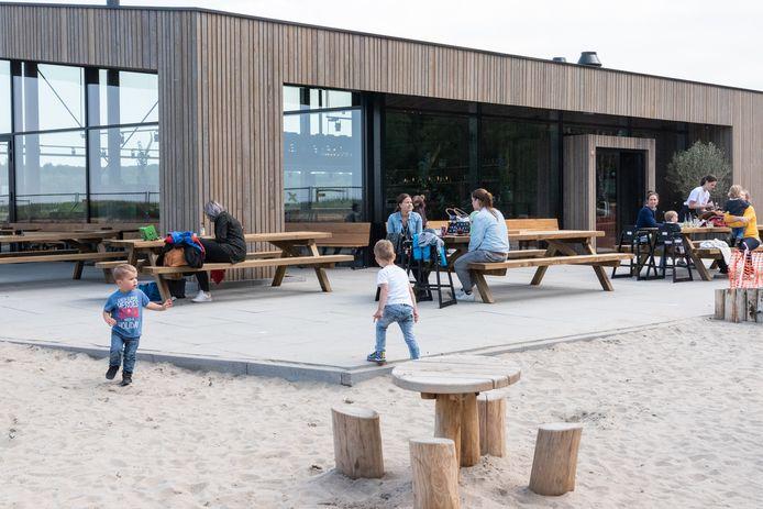 Het terras van café-restaurant Soesterdal.