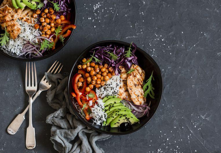 De ideale portie bestaat voor de helft uit groenten, een kwart uit vlees of vleesvervanger, en een kwart uit koolhydraten (pasta, rijst, aardapelen...)