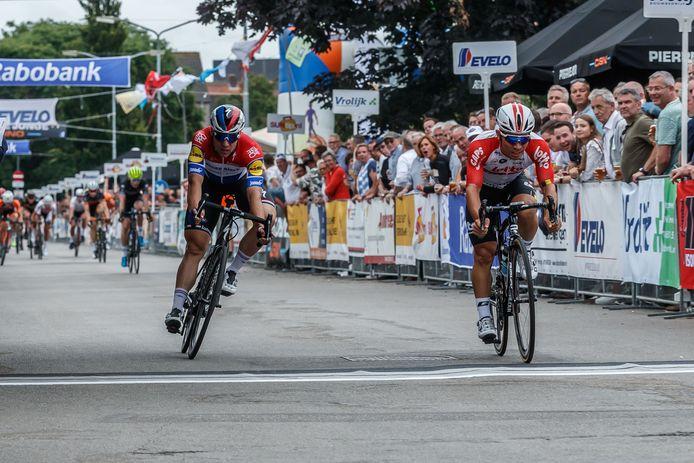 Ewan (rechts) wint puntenkoers en omnium.