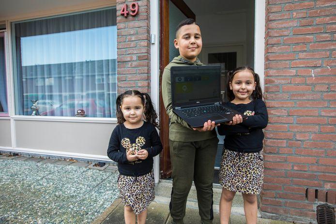 Deze kinderen kregen een nieuwe laptop via de Stichting Leergeld.