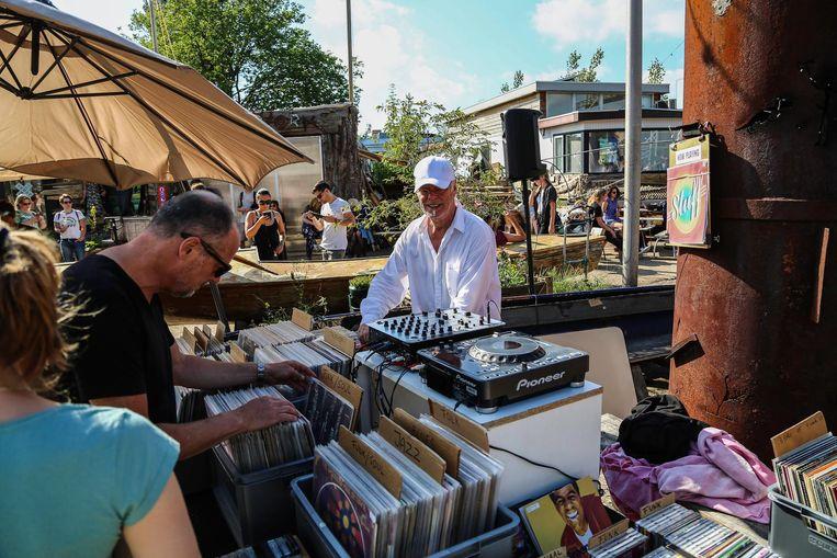 De platenmarkt verkoopt voor ieder wat wils Beeld Peter van Bergen Henegouwen