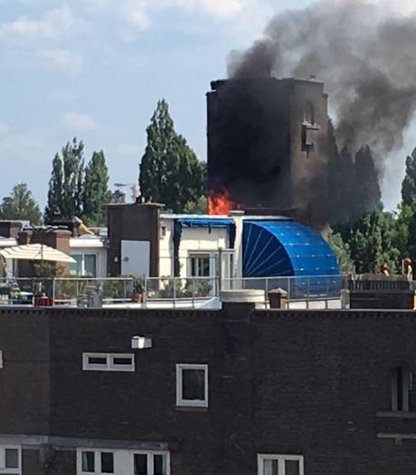 Brand op dak pand Valeriusplein