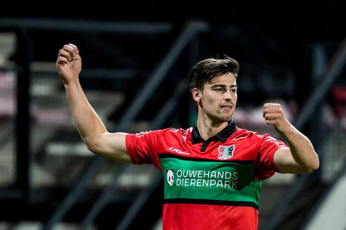 Van de Pavert na zijn doelpunt voor NEC tegen Jong FC Utrecht.
