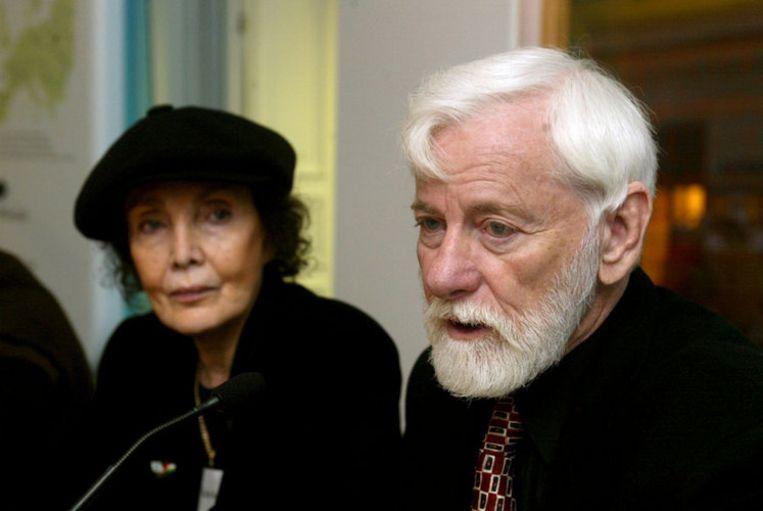 Uri Avnery, oprichter van de radicale vredesbeweging Gush Shalom, samen met zijn echtgenote Rachel in 2001. Avnery meent dat vrede met Hamas mogelijk is. Foto EPA Beeld