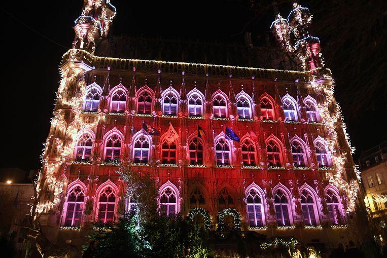 Ook het stadhuis op de Grote Markt werd prachtig verlicht tijdens de feestperiode.
