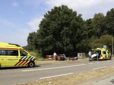 Fietsers botsen op elkaar in Milsbeek; met spoed naar ziekenhuis