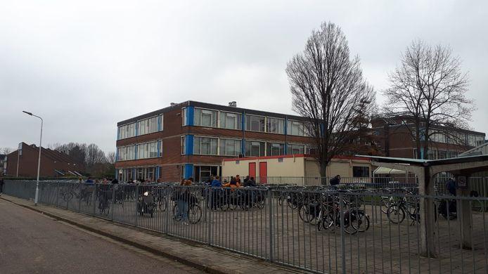 Leerlingen van het Lodewijk College verlieten donderdag de school in allerijl.