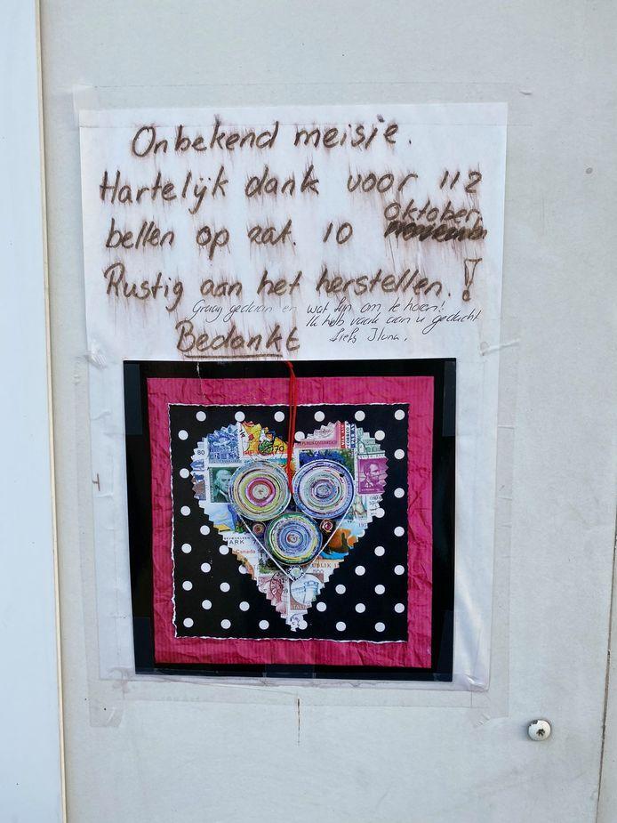 De brief voor 'het onbekende meisje' werd opgehangen in de Plantageweg. Ilona vond het en schreef terug.