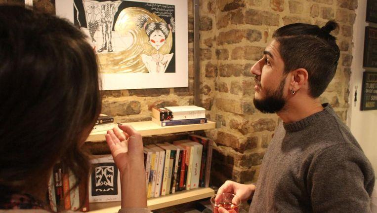 Naast boeken lezen en lenen is er ook kunst te bewonderen. Beeld Pages Bookstore Café