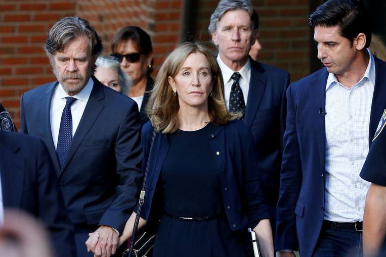 Felicity Huffman verlaat de rechtbank na het vonnis afgelopen maand.
