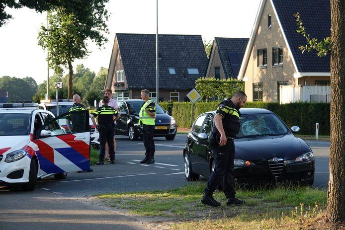 De situatie na de aanrijding van een fietsster door een auto in Lunteren.