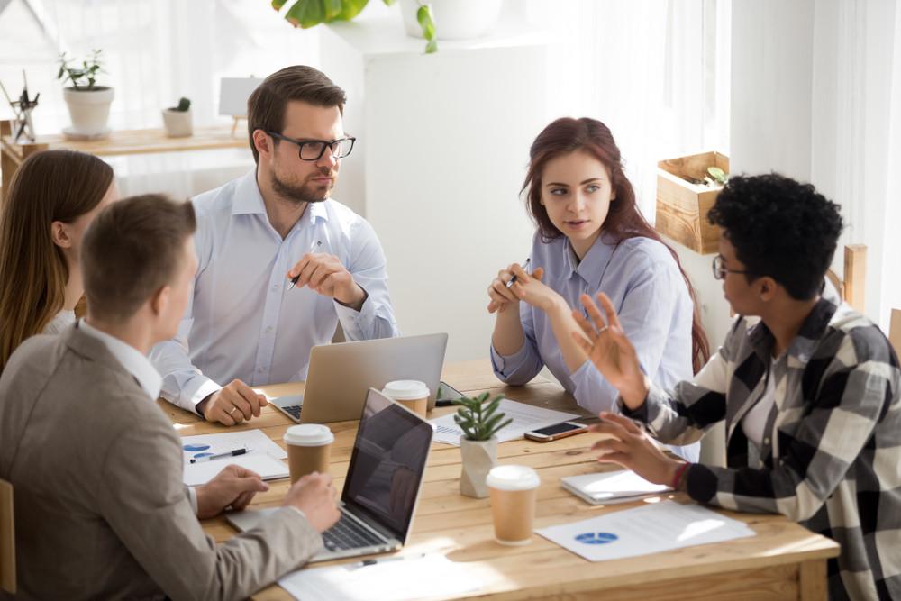 Ook bij een vergadering kan sprake zijn van miscommunicaties, bijvoorbeeld doordat mensen niet goed luisteren. Foto ter illustratie.