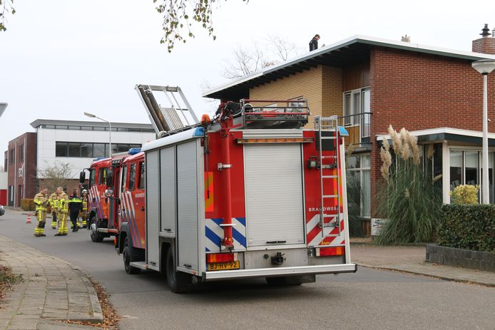 De brandweer bij de woning in Neede.