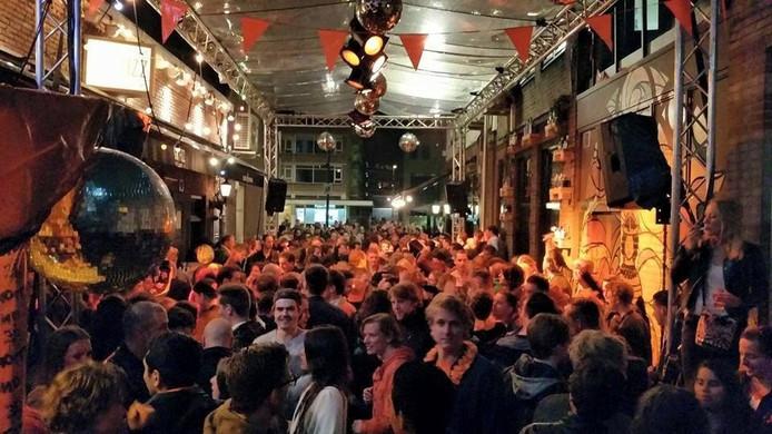 Een feestje van Gin Fizz in de Oranjestraat.