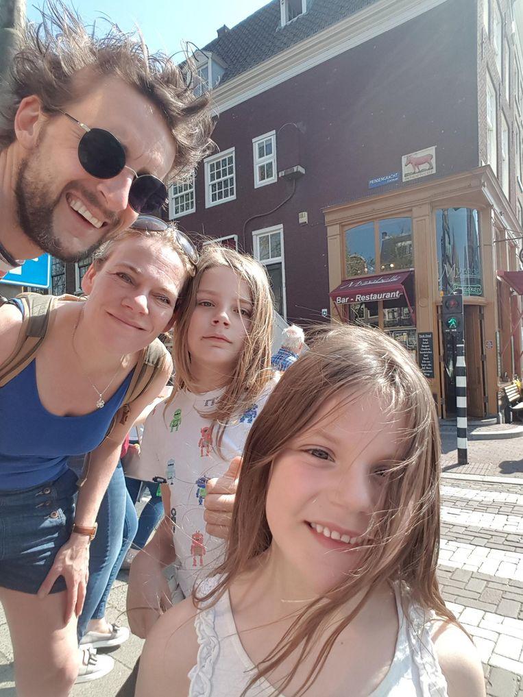 Emiel van der Cammen en zijn dochters. Beeld -