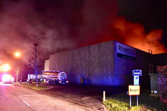 De hevige brand ging gepaard met een grote rookontwikkeling.