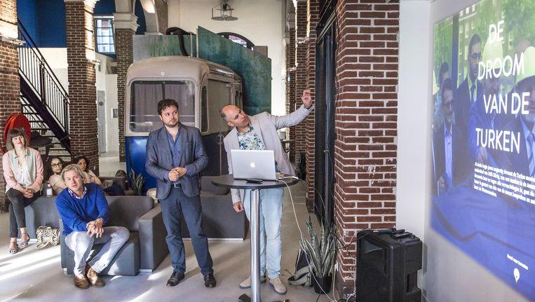 Kemal Rijken (midden) en Godfried Kartkamp (rechts) bij de preview van de documentaire 'Moskee in de stad'. Beeld Marc Driessen