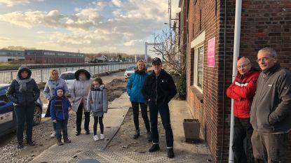 """Bewoners Oostvaartdijk zijn modder kotsbeu na meer dan jaar werken. Uitbaatster kinderopvang: """"Ik moet drie keer per dag poetsen"""""""