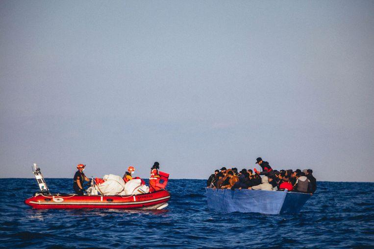 Het migratiepact moet onder meer zorgen voor een snellere verdeling van migranten over Europa. Beeld AFP
