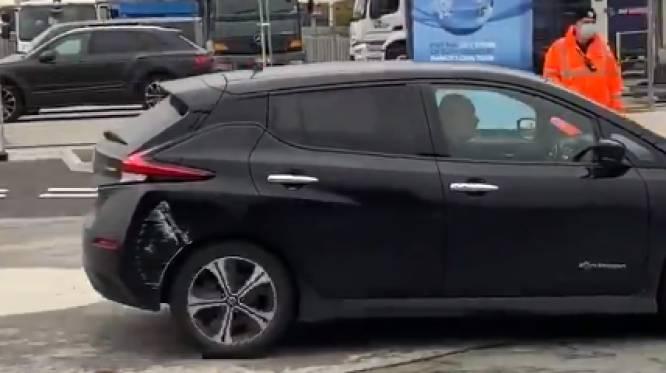 Geen zotte kosten: Pep Guardiola arriveert voor topper tegen Arsenal in... beschadigde Nissan